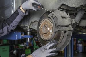 kfz reparatur service an den bremsen